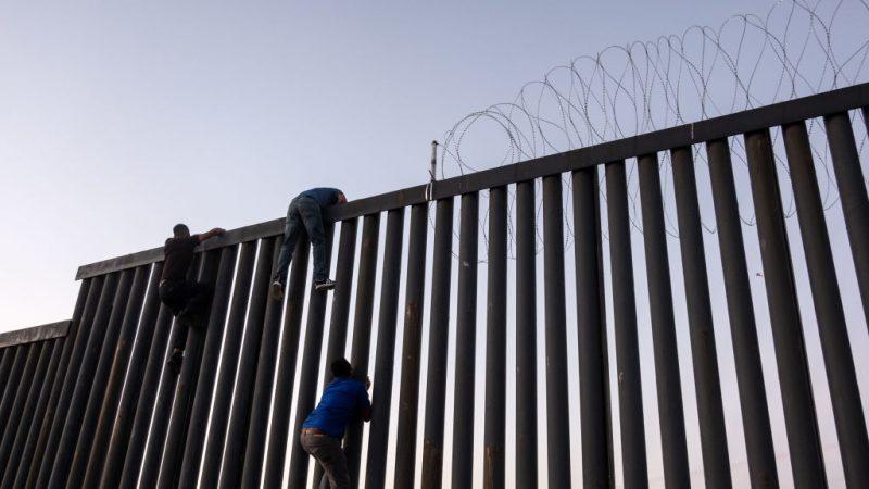 評論作家:狂報1年後 左媒竟假稱邊境危機不再存在