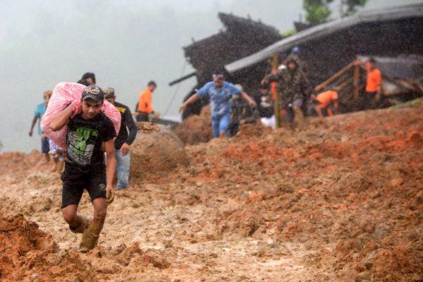 跨年夜 印尼西爪哇土石流15死20失蹤