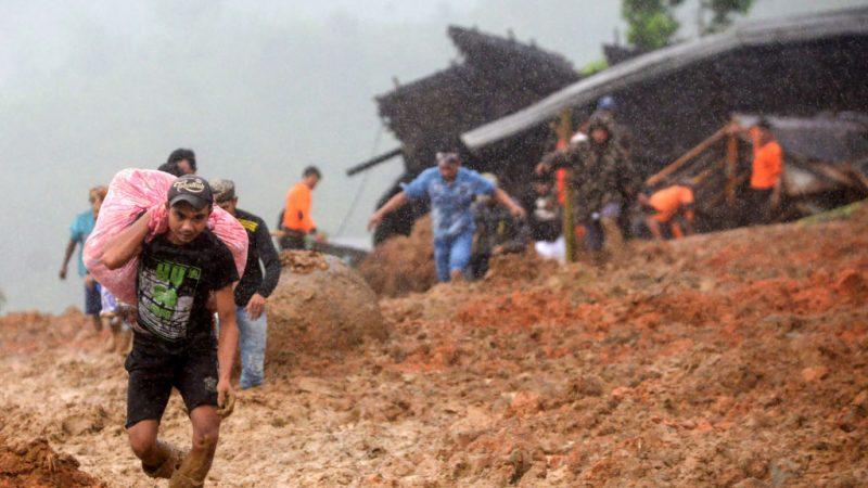 跨年夜 印尼西爪哇土石流15死20失踪