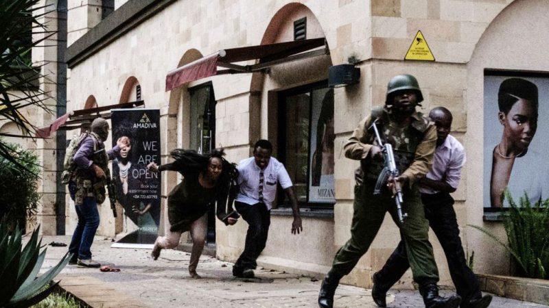 武裝份子炸車掃射 肯尼亞首都飯店至少21死