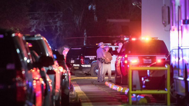 休士顿警缉毒遇袭 4警中弹伤2嫌遭击毙