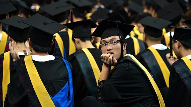 中國悲情跨年夜 200大學生未入職就被裁