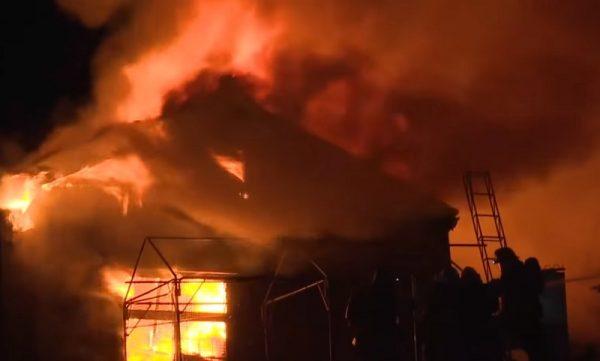 日新潟商住區失火 狂燒7小時毀15棟房3人死