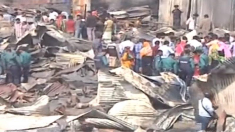 孟加拉吉大港贫民区大火 至少8死逾200屋烧毁