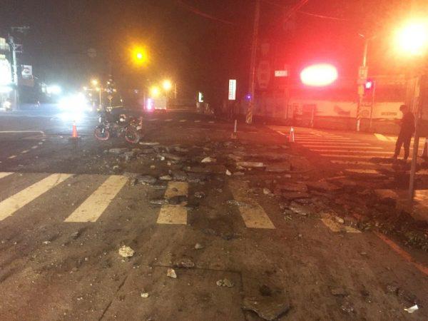 新竹縣鄉道人孔蓋氣爆 炸出4平方公尺坑洞