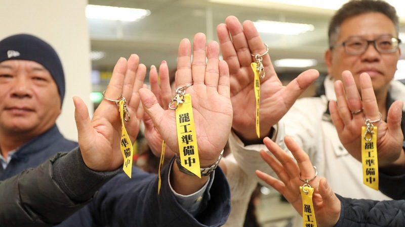 华航劳资争议持续延烧 机师年节酝酿罢工