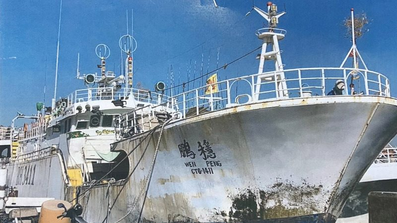 台渔船海上喋血  菲藉渔工砍人逼跳海2死10人待救