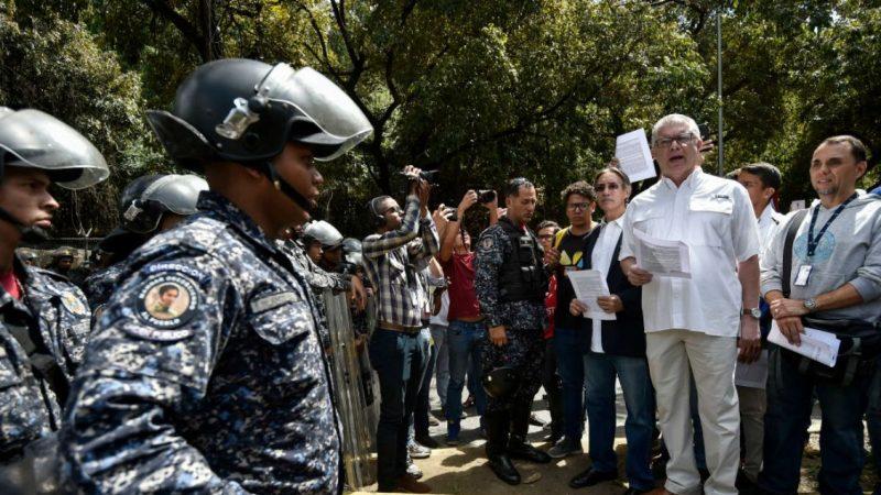 委內瑞拉上萬軍人倒戈支持瓜伊多 傳美戰機進駐鄰國