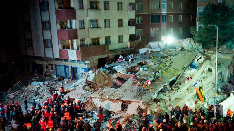 土耳其大楼突倒塌 至少2死6伤多人受困(视频)