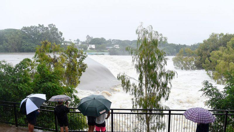 东澳罕见大洪水 雨恐持续下