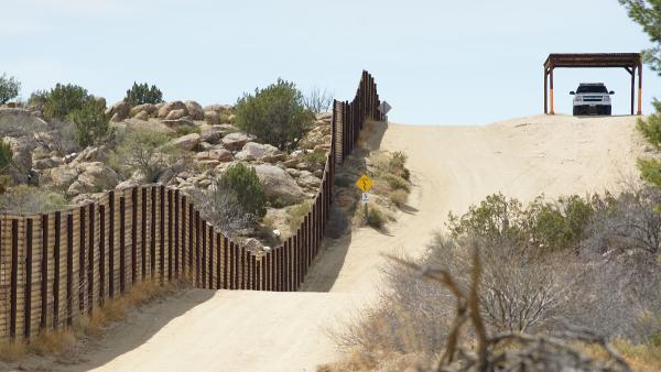 """墙就叫""""墙"""" 川普提醒国会停止玩游戏"""