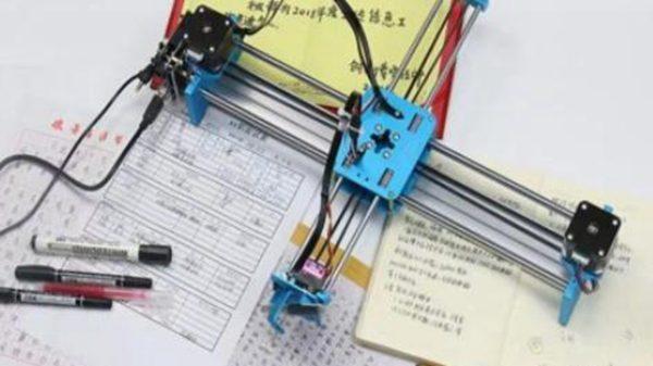 東北初三女生神速寫作業 母親驚見「寫字機器人」