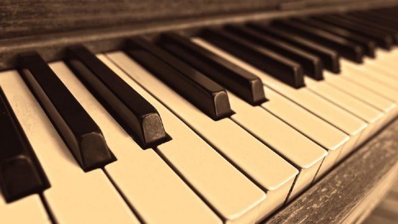 印度神童彈鋼琴 速度快到讓人驚呆