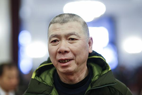 冯小刚拒谈范冰冰事件 怒甩会场安全门呛记者