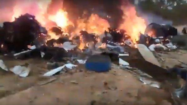 哥伦比亚双桨飞机坠毁爆炸 12人罹难