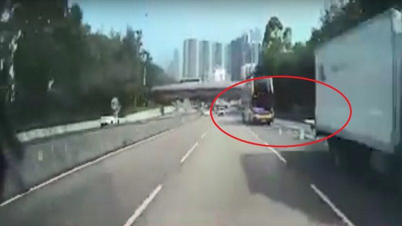 港城巴撞货车 尾板如利刃 2司机身亡(视频)