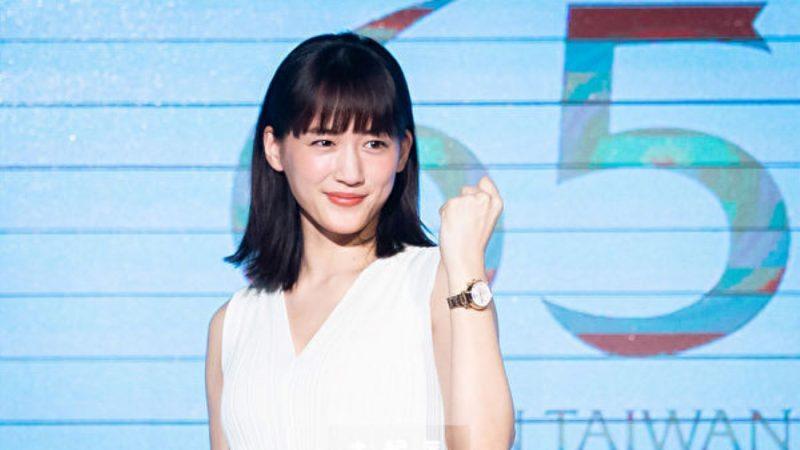 綾瀨遙著洋裝稱職代言 中文發音逗樂全場