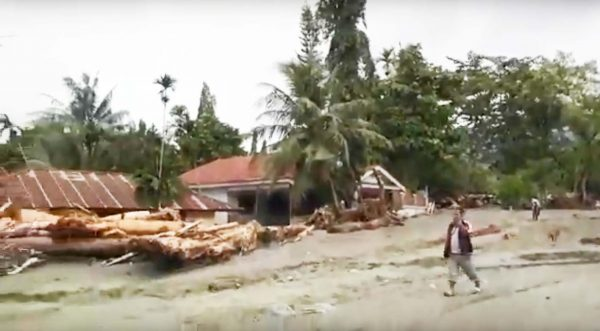 印尼巴布亞省豪雨暴洪 至少63死59人傷