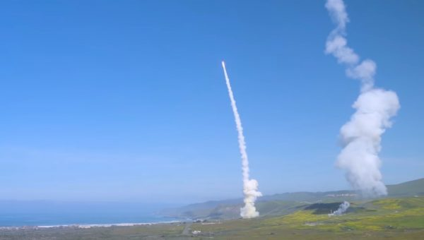 美军反洲际弹道飞弹 首次齐射拦截成功