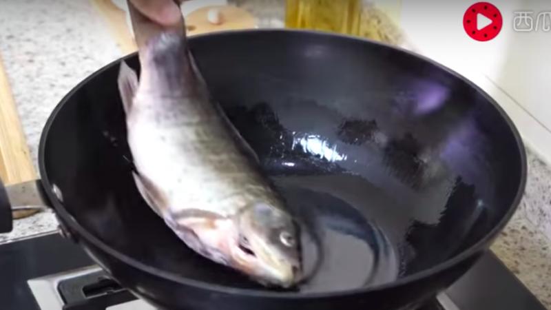 吃了20多年鱼才知道,这样煎鱼不粘锅,不掉皮,这个方法太简单了