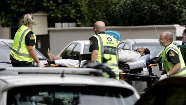 新西兰枪击案细节:一凶手换3次弹夹逐个射击