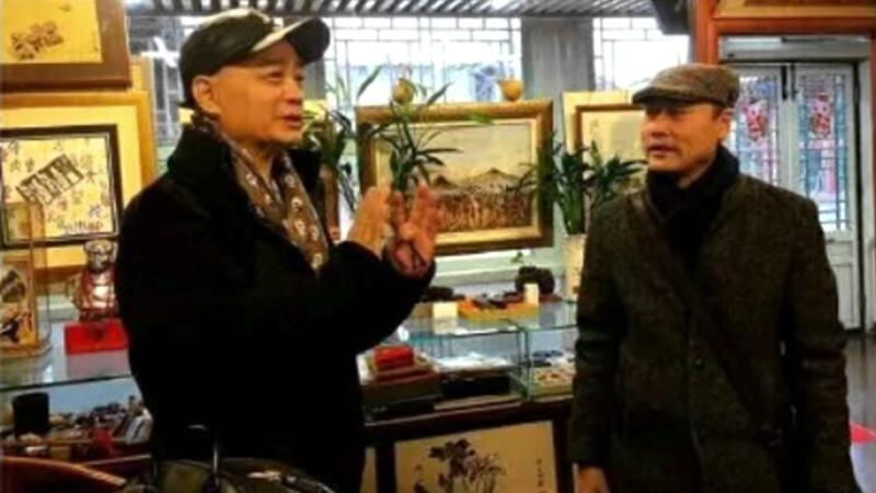 崔永元没事了?公开现身逛北京古玩市场