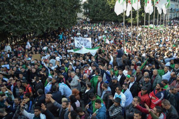 抗議總統在位20年求5連任 阿爾及利亞爆警民衝突