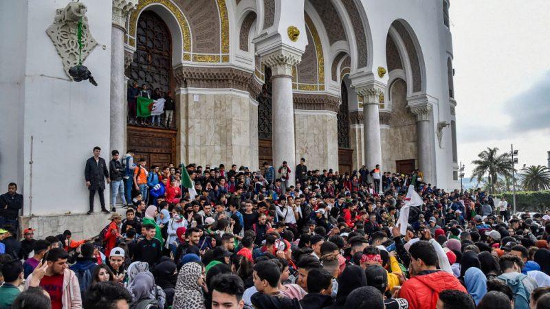 总统寻求5连任 阿尔及利亚逾千法官拒监选