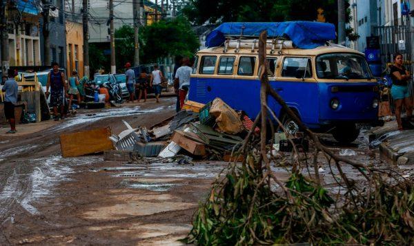 巴西圣保罗遭暴雨袭击 河流泛滥灾情频传至少12死