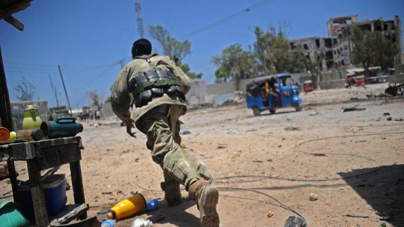 索马里首都遇袭 政府大楼爆枪战至少9死