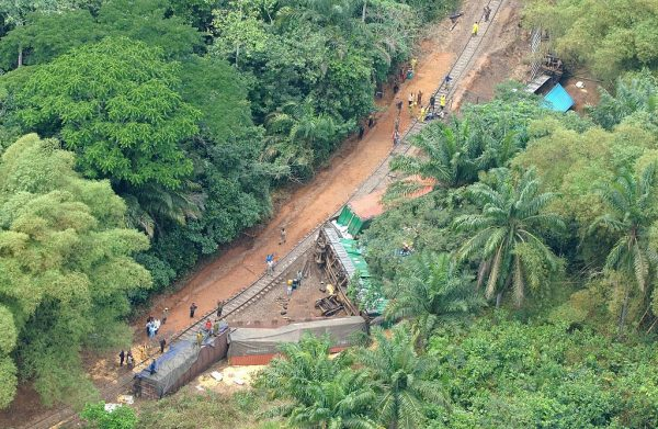 刚果(金)货运列车出轨坠桥 24死31伤多数是儿童