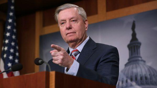 """共和党呼吁调查""""另一方"""" 要求指定特别检察官"""