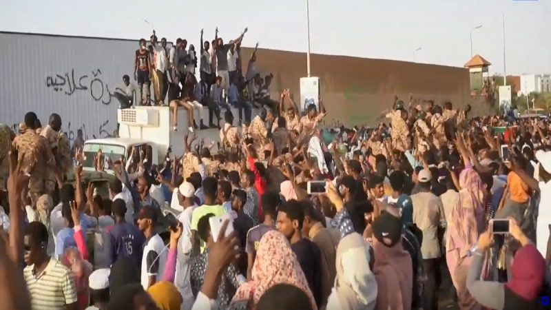 苏丹军方突发政变 传总统下台军委接管权力