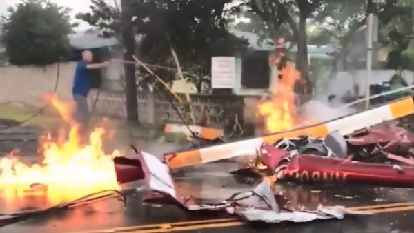 惊险!夏威夷直升机坠住宅区公路 爆炸起火酿3死