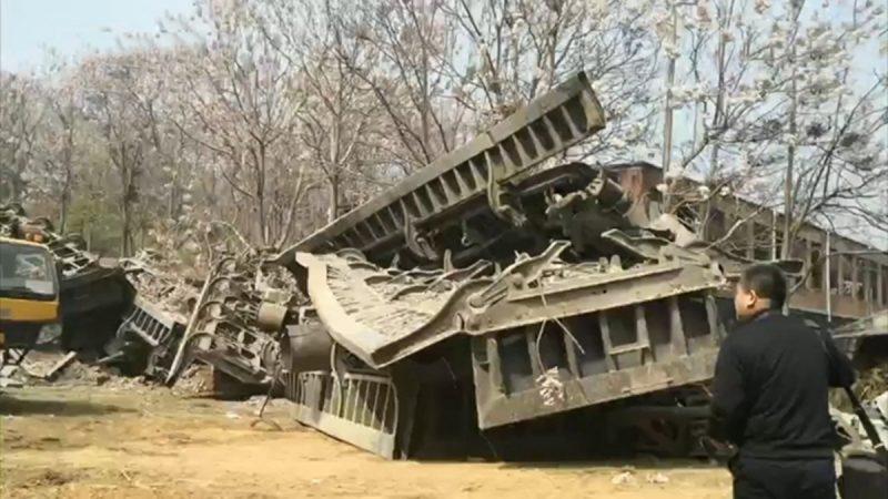 火車脫軌壓毀河南民房 釀4死2失聯
