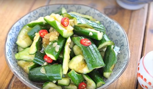 涼拌小黃瓜 美味就是這麼簡單(視頻)