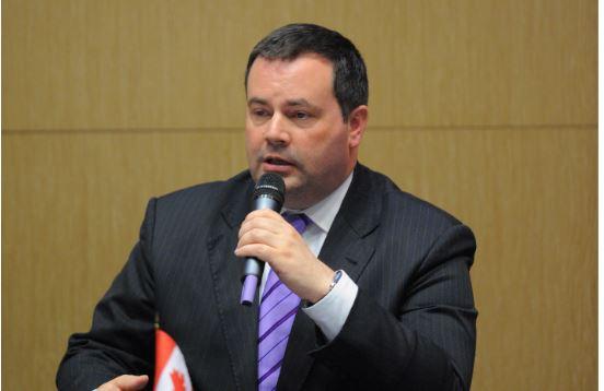 康尼當選阿省省長 將廢除省碳稅