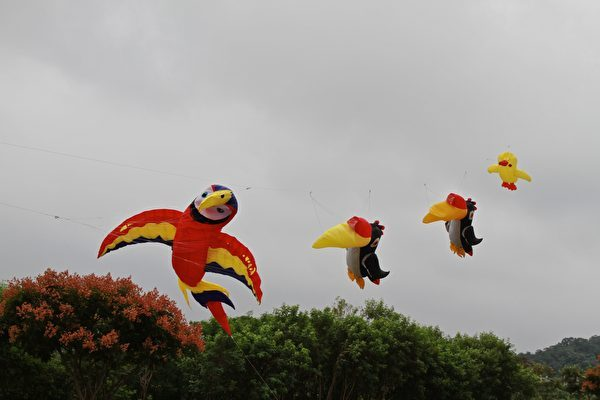 清明時節放風箏,可抒發鬱結之情。(許享富/大紀元)