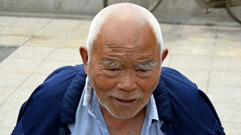 在中國耍賴的老人到加拿大判若兩人 背後原因是……