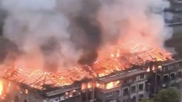 """中国事故频发:政府大楼失火 """"社会主义""""被焚"""
