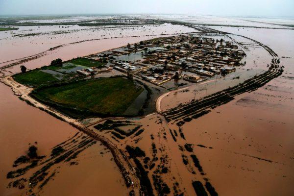 伊朗罕見暴雨未停 洪災肆虐6城居民急疏散