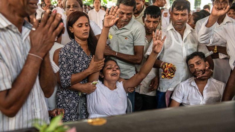 斯里兰卡恐攻攀升321死 民众哀悼 全国进入紧急状态