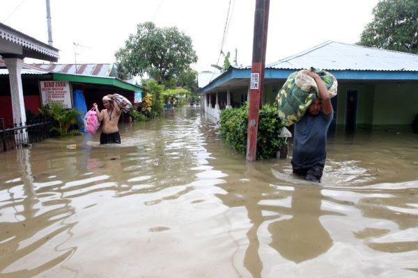 印尼豪雨土石流酿17死 撤离1.2万人
