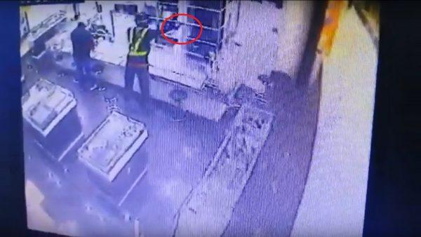 4歹徒持槍闖金店 馬國華裔店員遭槍殺(視頻)