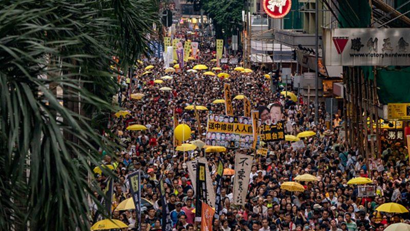数万港人游行反对《逃犯条例》 高喊:林郑月娥下台