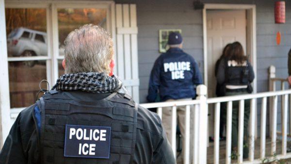 美ICE最大规模职场突袭 逮捕300人