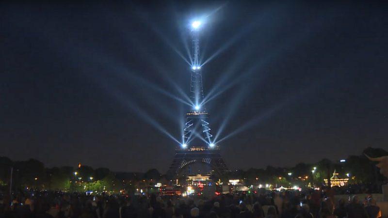 「鐵娘子」艾菲爾鐵塔 雷射燈光秀歡慶130週年(視頻)
