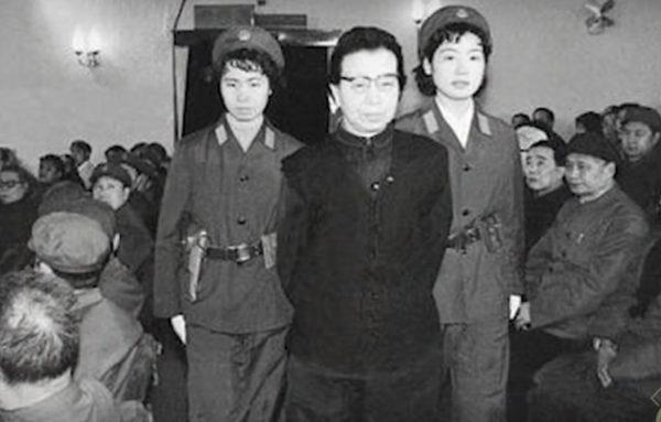 """【江峰时刻】红都女皇江青在法庭上说了什么,被六位法官喝斥""""住口"""", 从江青的自杀看中国共运祸害"""