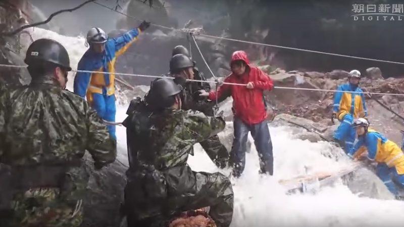 九州强降雨 逾200人困屋久岛 救难人员协助下山