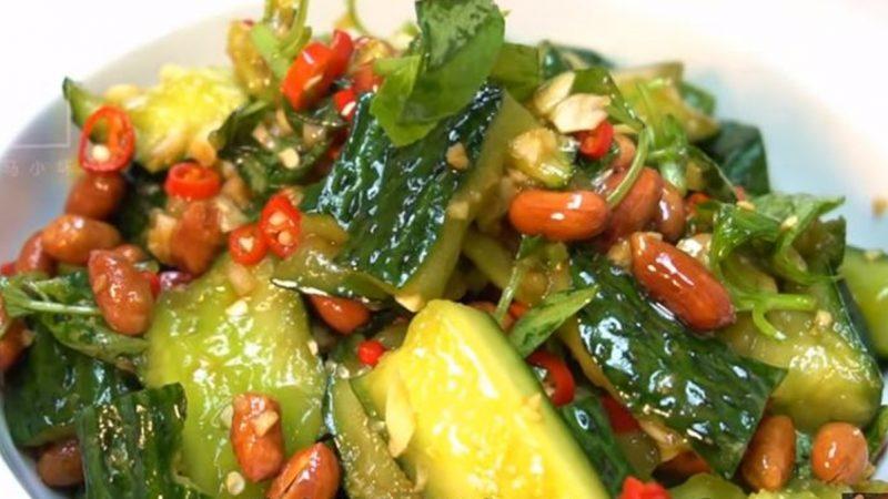 凉拌青瓜特色吃法 回味无穷(视频)